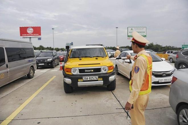 Một ngày làm việc vất vả của Cảnh sát giao thông - Ảnh minh hoạ 7