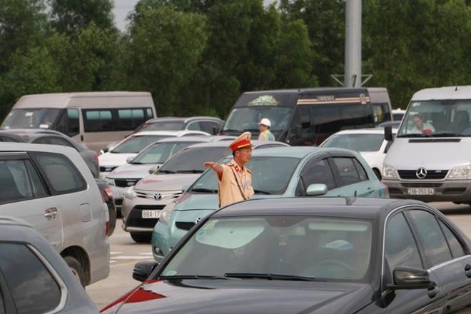 Một ngày làm việc vất vả của Cảnh sát giao thông - Ảnh minh hoạ 14