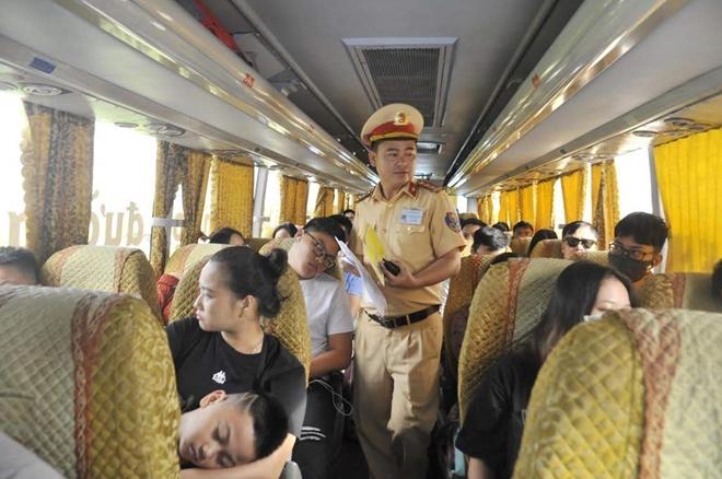 Một ngày làm việc vất vả của Cảnh sát giao thông - Ảnh minh hoạ 10