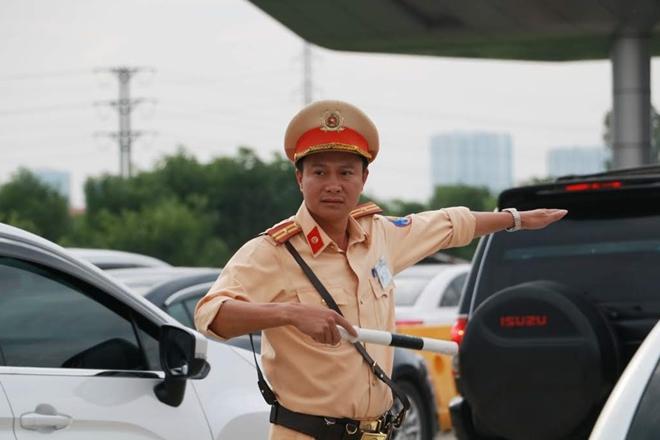 Một ngày làm việc vất vả của Cảnh sát giao thông - Ảnh minh hoạ 12