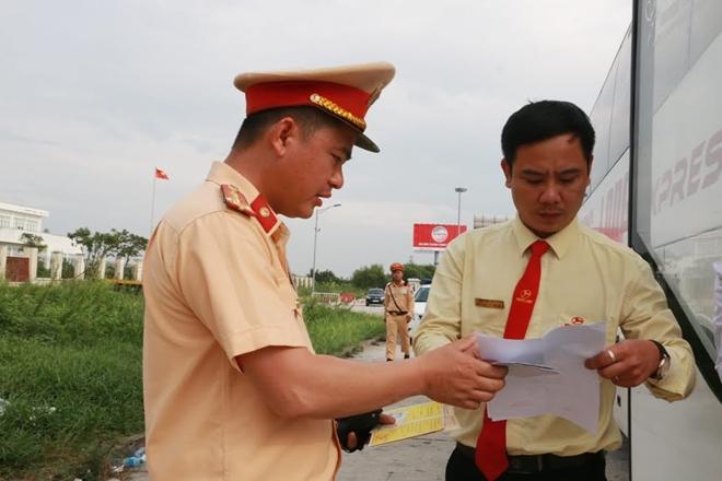 Một ngày làm việc vất vả của Cảnh sát giao thông - Ảnh minh hoạ 9