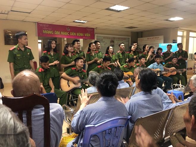 Mang âm nhạc đến bệnh viện': Món quà tinh thần vô giá - Ảnh minh hoạ 3