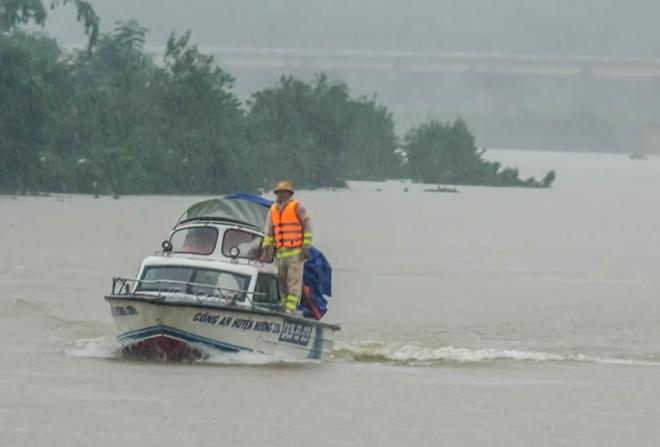 Công an Hương Sơn bám địa bàn, giúp trường học, khắc phục hậu quả mưa lũ - Ảnh minh hoạ 3