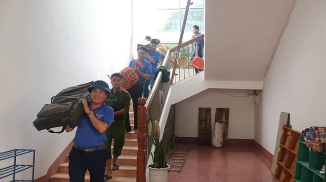 Công an Hương Sơn bám địa bàn, giúp trường học, khắc phục hậu quả mưa lũ - Ảnh minh hoạ 2