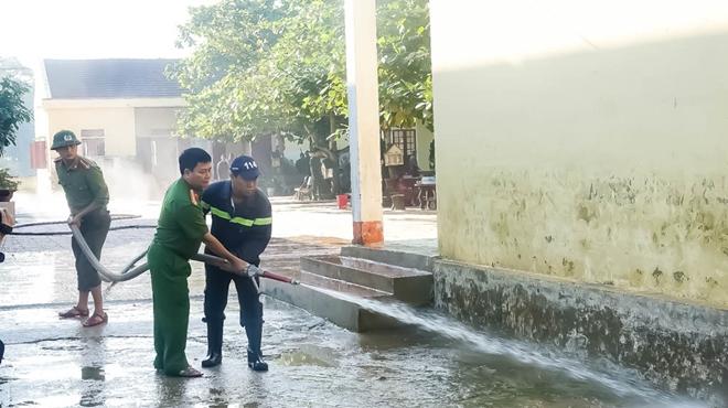 Công an Hương Sơn bám địa bàn, giúp trường học, khắc phục hậu quả mưa lũ - Ảnh minh hoạ 8