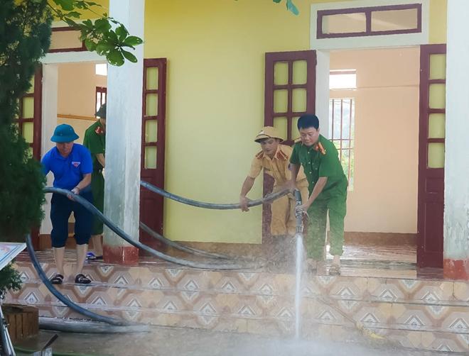 Công an Hương Sơn bám địa bàn, giúp trường học, khắc phục hậu quả mưa lũ - Ảnh minh hoạ 7