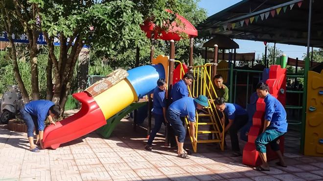 Công an Hương Sơn bám địa bàn, giúp trường học, khắc phục hậu quả mưa lũ - Ảnh minh hoạ 4