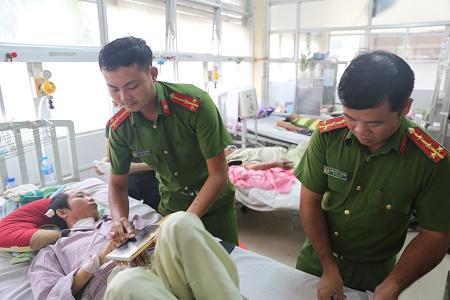 Công an Đắk Nông: Vượt 300 km đến tận giường bệnh làm CMND cho người dân để chữa bệnh - Ảnh minh hoạ 2