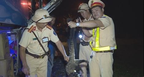 Những chiến sĩ Công an hết mình bảo vệ động vật hoang dã