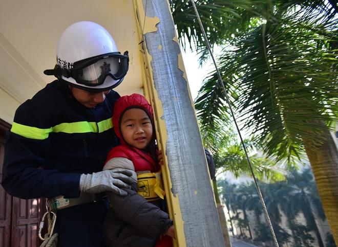 Tập huấn kỹ năng thoát hiểm, phòng chống cháy nổ cho thiếu nhi - Ảnh minh hoạ 2