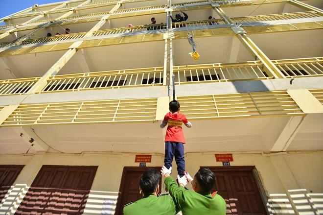 Tập huấn kỹ năng thoát hiểm, phòng chống cháy nổ cho thiếu nhi - Ảnh minh hoạ 4