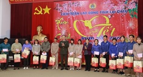 Bộ trưởng Tô Lâm trao quà tặng công nhân, lao động nghèo tỉnh Lai Châu