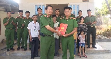 Công an Đắk Nông trao nhà tình nghĩa tặng 2 cán bộ
