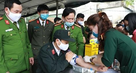 Cảnh sát cơ động Nghệ An hiến tặng 150 đơn vị máu