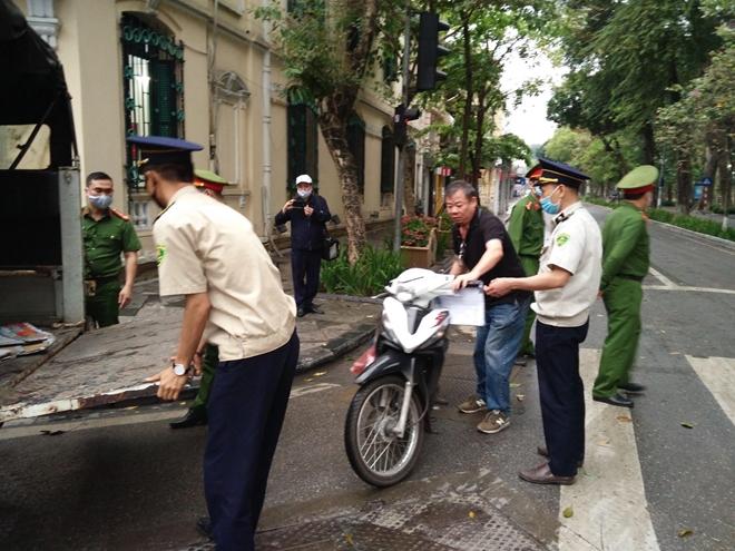 Hà Nội: Thêm 4 trường hợp không đeo khẩu trang bị phạt - 1