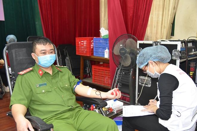 Công an tỉnh Phú Thọ tổ chức hiến máu tình nguyện - Ảnh minh hoạ 3