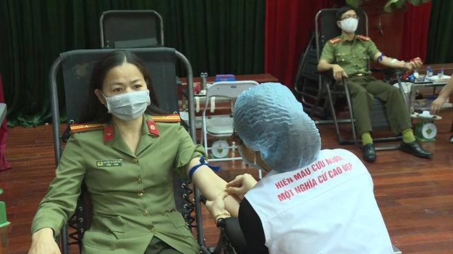 Công an tỉnh Phú Thọ tổ chức hiến máu tình nguyện - Ảnh minh hoạ 8