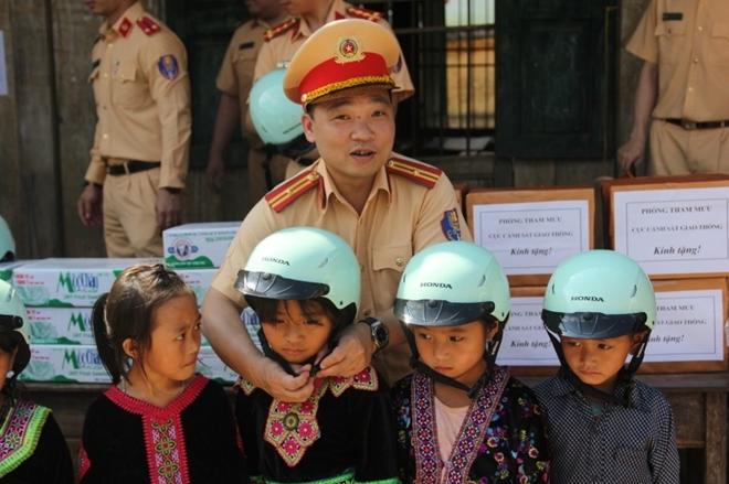 Sắc áo Cảnh sát giao thông ở xã biên giới Pa Tẩn - Ảnh minh hoạ 3