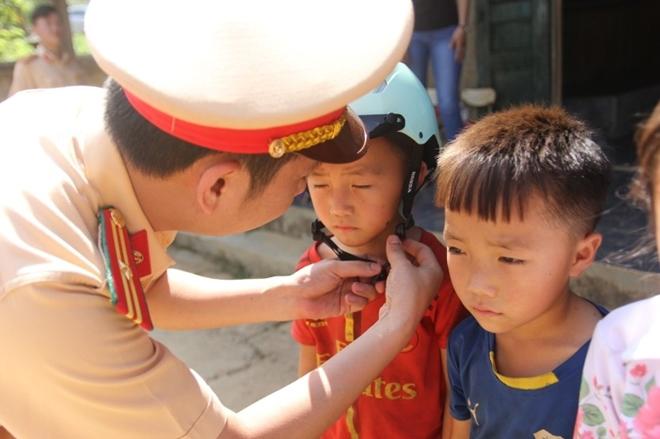 Sắc áo Cảnh sát giao thông ở xã biên giới Pa Tẩn - Ảnh minh hoạ 6