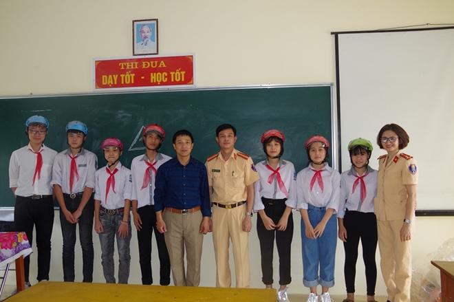 CSGT Hà Nam tuyên truyền Luật giao thông đường bộ - Ảnh minh hoạ 2