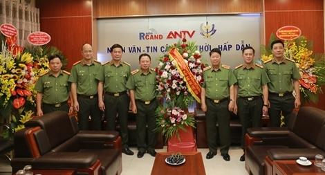 Thứ trưởng Bùi Văn Nam chúc mừng Cục Truyền thông CAND nhân 95 năm ngày Báo chí Cách mạng Việt Nam