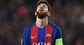 'Cười bể bụng' với ảnh chế ném đá Messi sau trận hòa trước Atletico