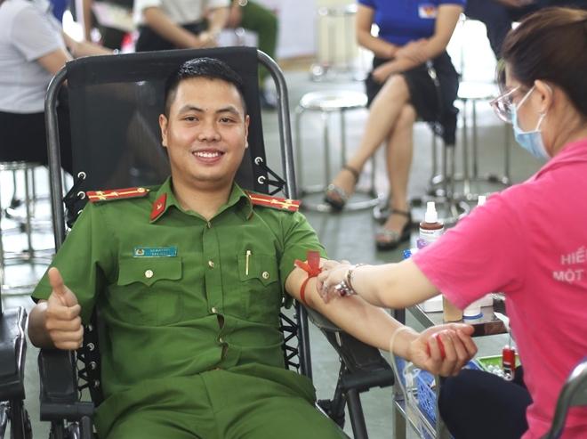 200 cán bộ, chiến sĩ Công an Sơn La hiến máu tình nguyện - Ảnh minh hoạ 2