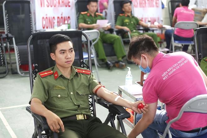 200 cán bộ, chiến sĩ Công an Sơn La hiến máu tình nguyện - Ảnh minh hoạ 3