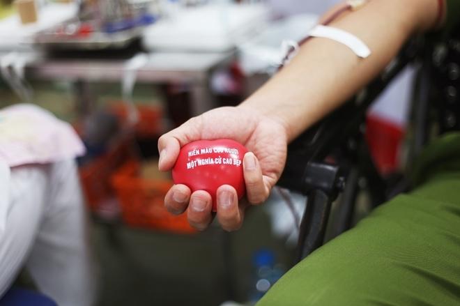 200 cán bộ, chiến sĩ Công an Sơn La hiến máu tình nguyện - Ảnh minh hoạ 5