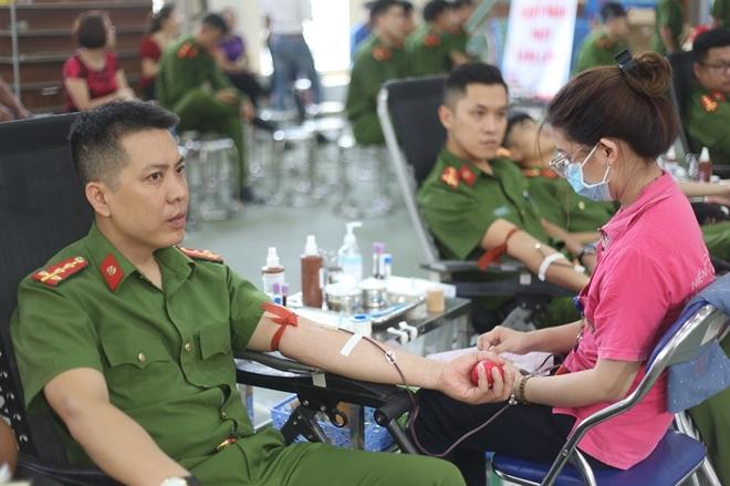 200 cán bộ, chiến sĩ Công an Sơn La hiến máu tình nguyện - Ảnh minh hoạ 4
