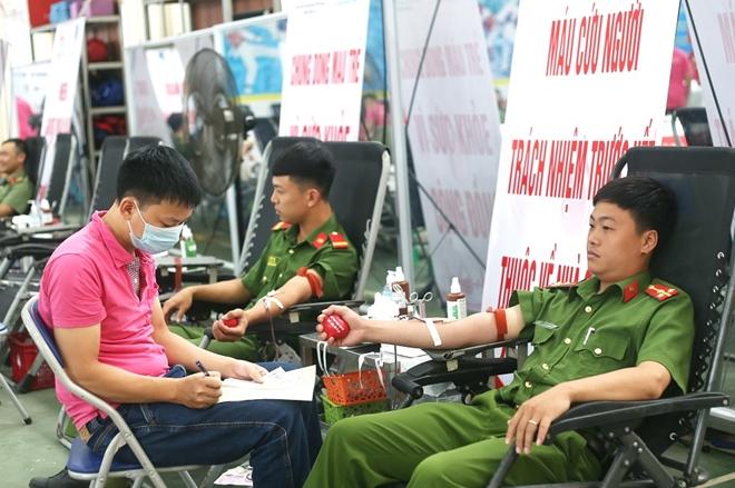 200 cán bộ, chiến sĩ Công an Sơn La hiến máu tình nguyện