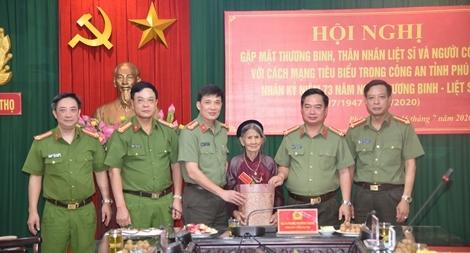 Công an tỉnh Phú Thọ gặp mặt thương binh, thân nhân liệt sỹ