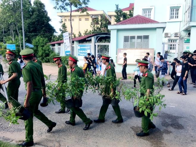 """Tuổi trẻ Công an Sóc Trăng ra quân chiến dịch tình nguyện """"Hành quân xanh"""" - Ảnh minh hoạ 2"""