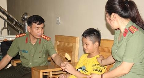 Công an tỉnh Hòa Bình tri ân các gia đình chính sách