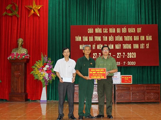 Tuổi trẻ Công an tỉnh Hà Nam thăm, tặng quà Trung tâm điều dưỡng thương bệnh binh Kim Bảng - Ảnh minh hoạ 2
