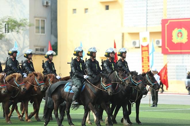 Mãn nhãn với màn phô diễn kỹ thuật điêu luyện của Cảnh sát cơ động Kỵ binh - Ảnh minh hoạ 8