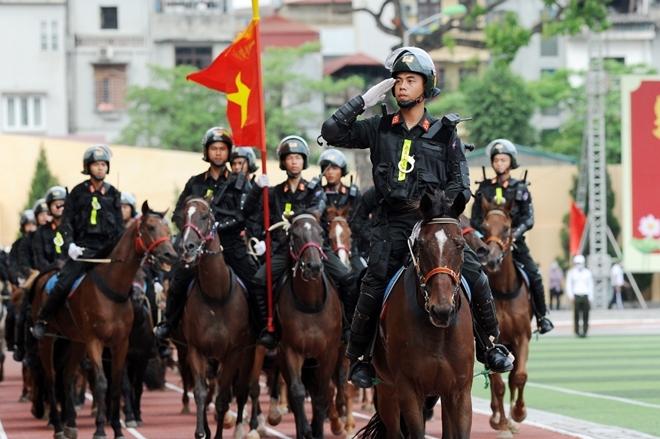 Mãn nhãn với màn phô diễn kỹ thuật điêu luyện của Cảnh sát cơ động Kỵ binh - Ảnh minh hoạ 2
