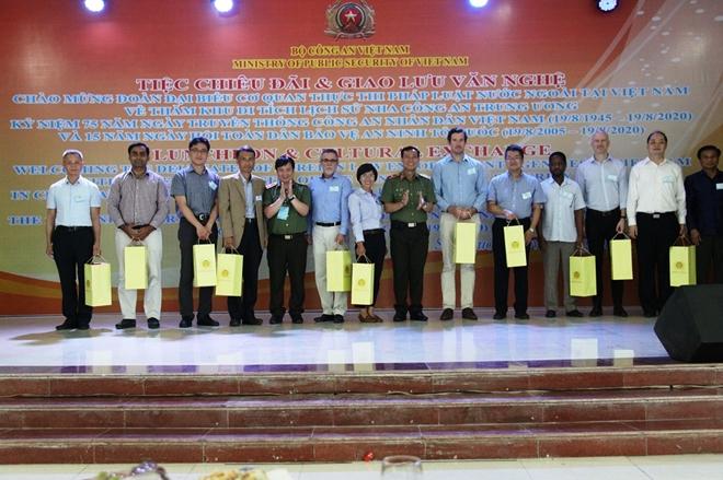 Thúc đẩy hợp tác giữa Bộ Công an Việt Nam với Cơ quan thực thi pháp luật của các nước - Ảnh minh hoạ 6