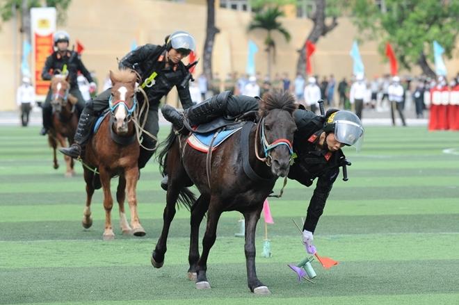 Mãn nhãn với màn phô diễn kỹ thuật điêu luyện của Cảnh sát cơ động Kỵ binh - Ảnh minh hoạ 7