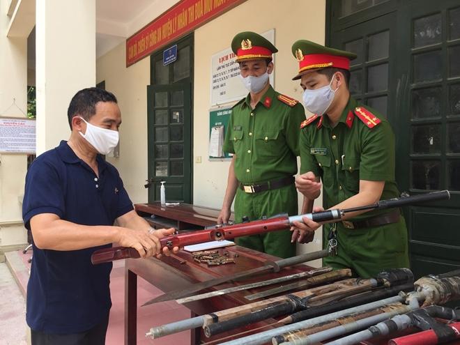 Công an huyện Lý Nhân thu hồi 34 khẩu súng tự chế