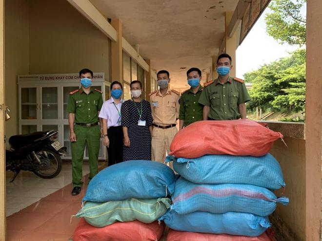 Công an Đắk Nông chung tay hỗ trợ người nghèo vượt qua mùa dịch - Ảnh minh hoạ 2