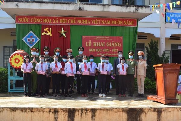 Công an Đắk Nông tổ chức chương trình thiện nguyện tại các trường học vùng sâu - Ảnh minh hoạ 7
