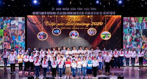 Thaco hỗ trợ học sinh có hoàn cảnh khó khăn tại Thái Bình, Gia Lai