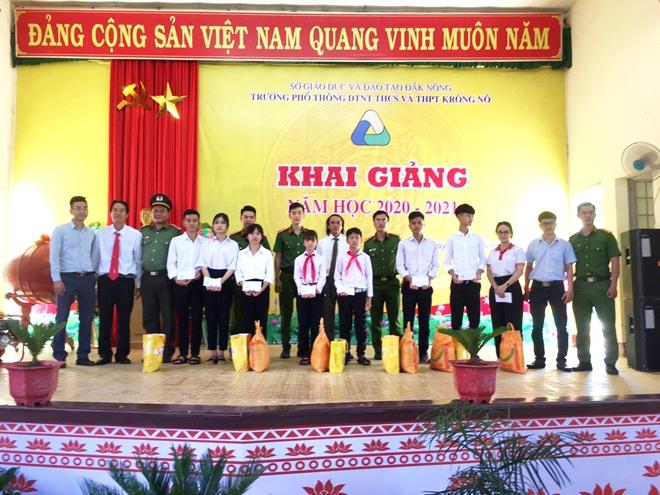 Công an Đắk Nông tổ chức chương trình thiện nguyện tại các trường học vùng sâu - Ảnh minh hoạ 5