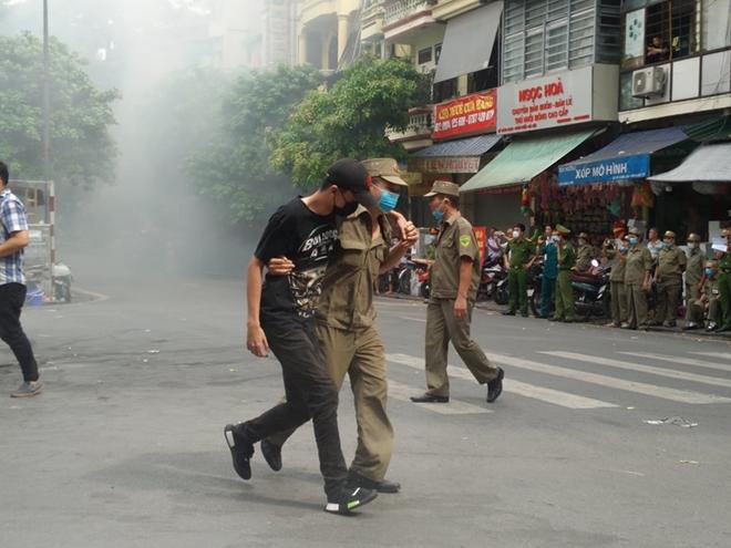 Diễn tập phương án chữa cháy, cứu nạn tại phố Hàng Mã - Ảnh minh hoạ 4