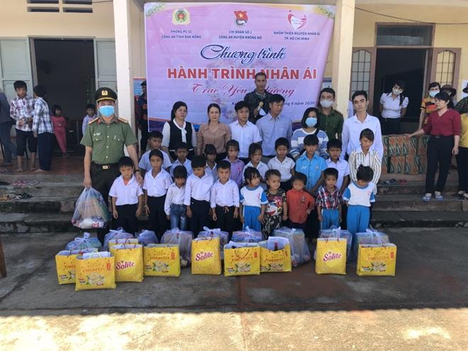 Công an Đắk Nông tổ chức chương trình thiện nguyện tại các trường học vùng sâu