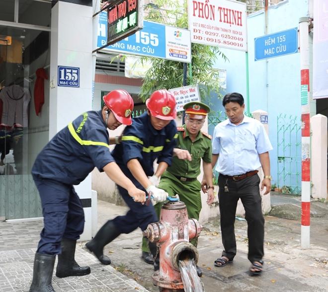Công an Kiên Giang kiểm tra trụ nước cứu hỏa tại TP Rạch Giá - Ảnh minh hoạ 3