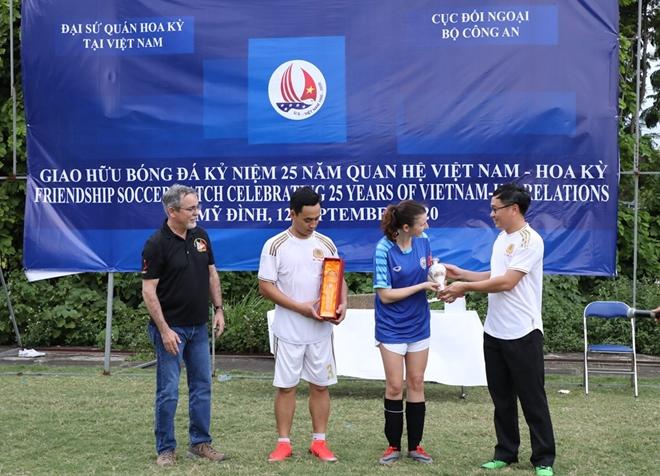 Giao hữu bóng đá kỷ niệm 25 năm thiết lập quan hệ Việt Nam - Mỹ - Ảnh minh hoạ 5