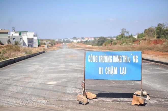 """Đắk Lắk: Dự án đại lộ nghìn tỷ sau 5 năm thi công vẫn """"đắp chiếu"""""""
