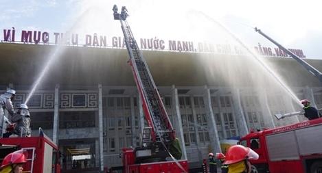 Diễn tập chữa cháy ở Cung văn hóa lao động hữu nghị Việt – Xô